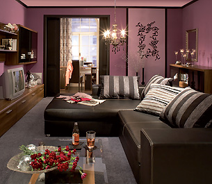 welche farbe passt zu lila wandgestaltung forum ef. Black Bedroom Furniture Sets. Home Design Ideas